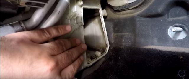 Как поменять салонный фильтр на Мазда 3: Пошаговая инструкция