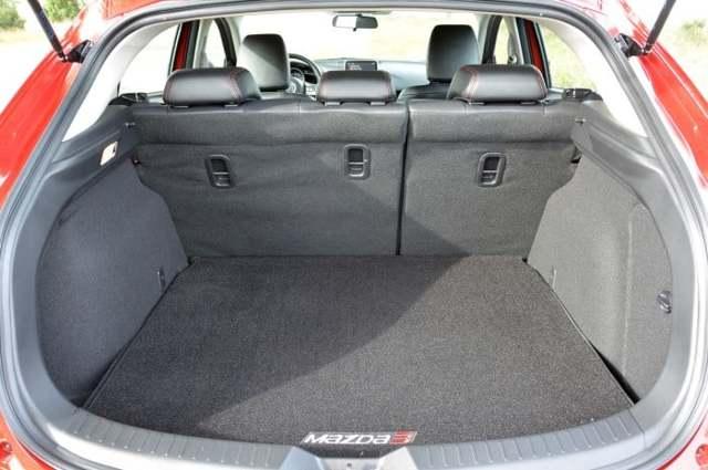 Измеряем объем багажника Мазда 3: Скорее плюс, чем минус