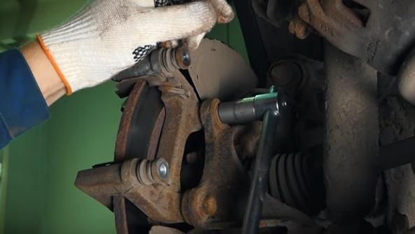 Меняем задние тормозные колодки на Мазда cx-5: Залог успеха