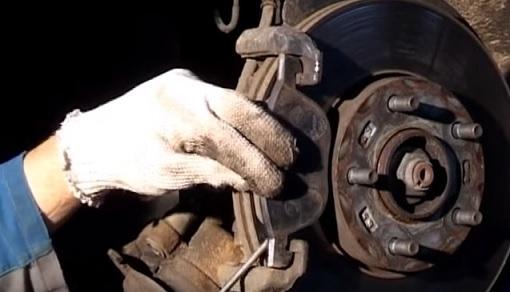 Как поменять тормозные колодки на Мазда 3: Несколько советов